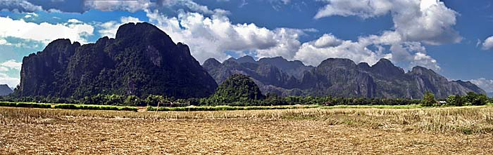 Mountains west of Vang Vieng by Asienreisender
