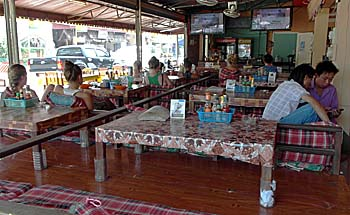 A TV Bar in Vang Vieng by Asienreisender