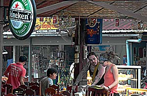 In a Bar in Vang Vieng by Asienreisender