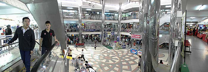Pakse Shopping Center by Asienreisender