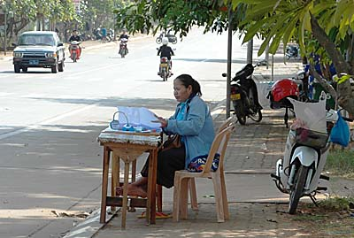 Lottery Lot selling Woman in Pakse by Asienreisender