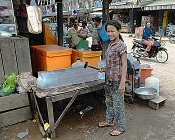 Ice Selling Girl in Stung Treng by Asienreisender