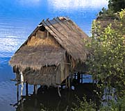 Stilt Cottage in the Teuk Chhou River by Asienreisender