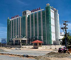 New Casino at the Cambodian - Vietnamese Border at Prek Chak by Asienreisender