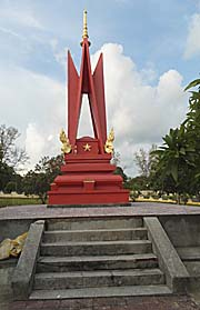 The Victory Memorial in Sihanoukville by Asienreisender