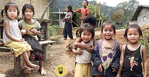 The Kids of Nong Khiaw by Asienreisender