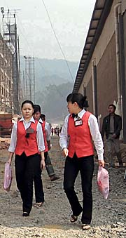 Chinese Employees in Boten by Asienreisender