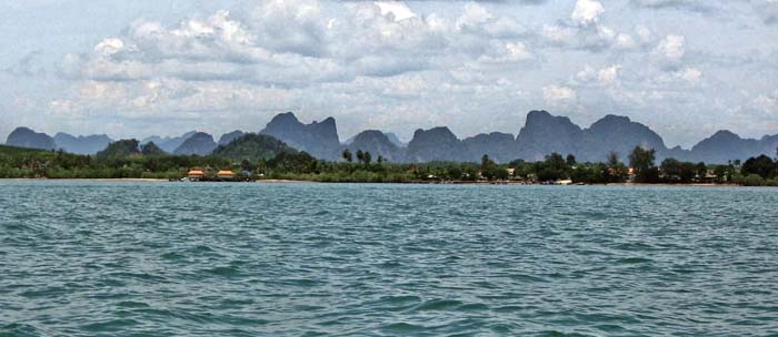 'Tenasserim Mountains at Krabi / Thailand' by Asienreisender