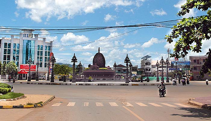 'The Central Durian Roundabout in Kampot' by Asienreisender