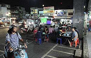 'Night Foodstalls in Chanthaburi' by Asienreisender