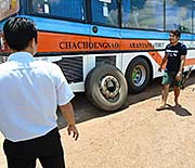 'Breakdown of a Bus on the Way from Sakeo to Aranyuprathet' by Asienreisender