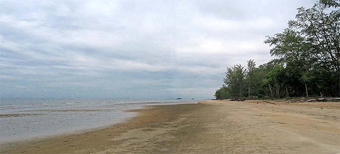 'The South China Sea at Mersing' by Asienreisender