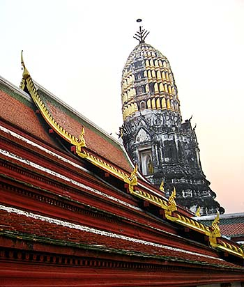 'The Prang of Wat Mahathat in Phitsanulok' by Asienreisender