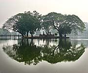 'Islet with a Ruin in Sukhothai Historical Park' by Asienreisender