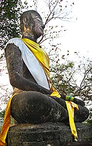 'An Outdoor Buddha in Si Satchanalai Historical Park' by Asienreisender