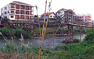'New Hotel Buildings in Vang Vieng' by Asienreisender
