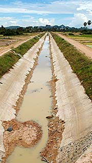 A Long Irrigation Canal in Cambodia' by Asienreisender