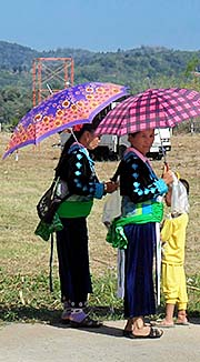 'Hmong Women at the Fair in Chiang Khong | North Thailand' by Asienreisender