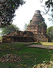 'A Lannanese Chedi with a Collapsed Viharn in Chiang Saen' by Asienreisender