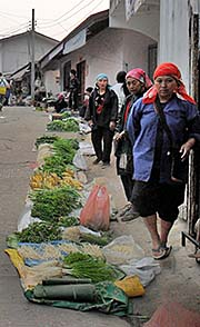 'Tribal Women on the Vegetable Market in Mae Salong | Santikhiri' by Asienreisender